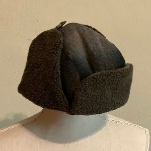 Men's faux shearling hat with adjustable ear flaps